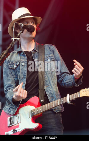 Portsmouth, UK. 29th August 2015. Victorious Festival - Saturday. Jon Fratelli, lead vocalist and guitarist for - Stock Image