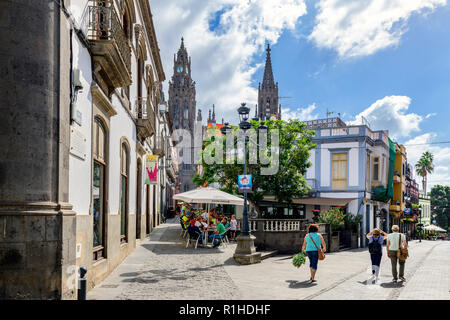 people eating and drinking at a local bar / cafe, Calle gourie, Arucas, Gran Canaria - Stock Image