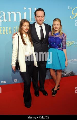 Munich, Germany. 2nd Nov, 2015. Actors Yvonne Catterfeld (l-r), Matthew MacFadyen and, Eliza Bennett arrive for - Stock Image