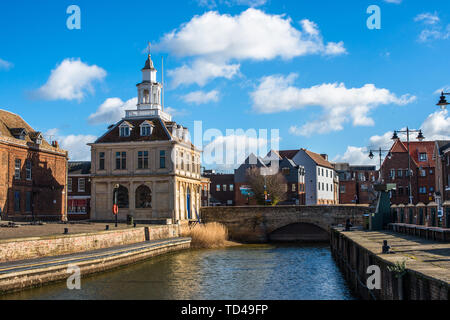The Customs House on the historic Purfleet Quay in Kings Lynn, Norfolk, England, United Kingdom, Europe - Stock Image