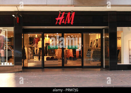 H&M shop front, Gloucester - Stock Image