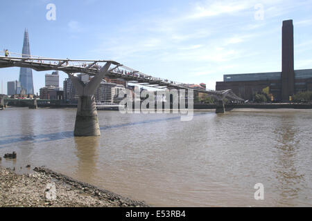 Millennium Bridge towards Tate Modern London - Stock Image