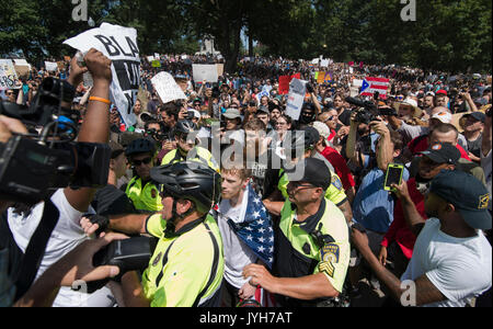 Boston, USA. 19th Aug, 2017. Boston police estimated that up to 40,000 demonstrators gathered at the center of the - Stock Image