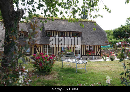 charming thatched cottage near Honfleur, Normandy France - Stock Image