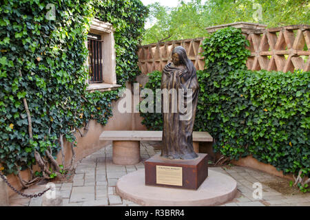Courtyard in Tlaquepaque Artisan Shopping Village in Sedona, Arizona, USA. - Stock Image