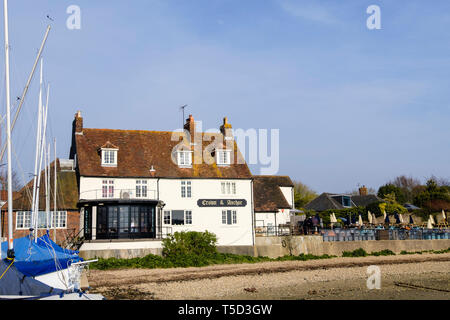 The Crown and Anchor pub on Chichester harbour waterfront. Dell Quay, West Sussex, England, UK, Britain - Stock Image