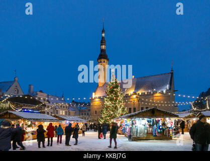 Traditional Christmas fair in Tallinn. Town Hall square ( Raekoja plats ). Illuminated medieval Town Hall Raekoda - Stock Image