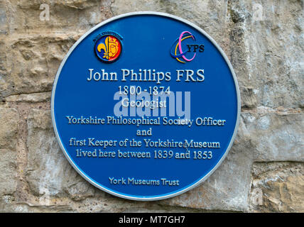 Blue Plaque in Museum Park York commemorating John Phillips FRS geologist and first Keeper of the Yorkshire Museum - Stock Image