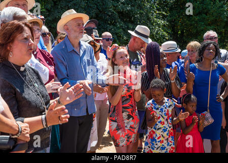 Tolpuddle, UK. 22nd July 2018. Tolpuddle Martyrs' Festival. Jeremy Corbyn lays wreath on the grave of Tolpuddle Martyr James Hammett. Credit: Stephen Bell/Alamy Live News. - Stock Image
