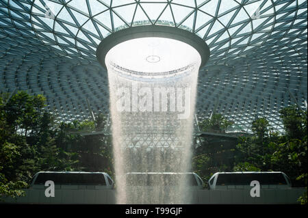 18.04.2019, Singapore, , Singapore - View into the new Jewel Terminal with waterfall and Forest Valley at Changi International Airport. The design com - Stock Image