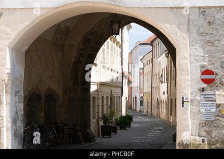 The Linzer Tor (or Brückentor) in Stein, the gateway into Stein an der Donau, a UNESCO World Heritage Site - Stock Image