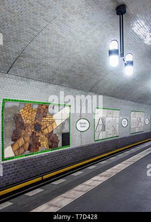 Märkisches Museum U-Bahn.Underground railway station serving the U 2 Line In Mitte,Berlin. Station interior & platform - Stock Image
