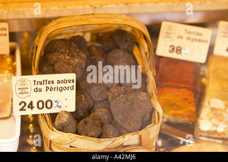 Paris France Place de la Madeleine Maison de la Truffe gourmet shop shop window with black truffles and pastry Truffe noires du - Stock Image