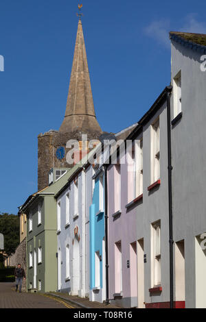 Colorful houses near St Mary's Church in the coastal town of Tenby in Pembeokeshire, Wales. - Stock Image