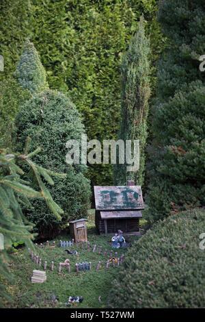 A miniature farm tableau at the Oregon Garden in Silverton, Oregon, USA. - Stock Image