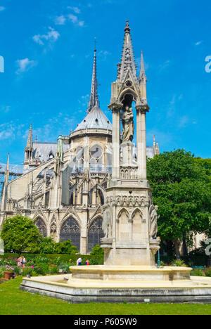 Monument Saint Jean-Paul II, in front of Cathedrale Notre-Dame de Paris, Square Jean XXIII, Ile de la Cite, Paris, France - Stock Image