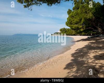 Empty beach and calm blue sea in Tucepi, Croatia - Stock Image
