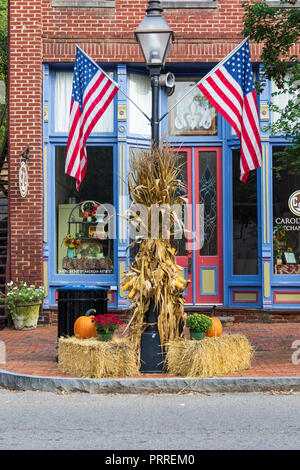 JONESBOROUGH, TN, USA-Two American flags mounted on a street light decorated for Thanksgiving. - Stock Image