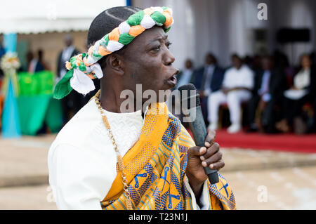 Abidjan, Ivory Coast - August 3, 2017: Epaulets ceremony for students leaving the Maritime Academy. performance of comedian and poet dressed in  tradi - Stock Image