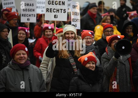 Vienna, Austria. 13th Jan, 2018. female protesters holding signs reading 'granny's against the right' - Stock Image