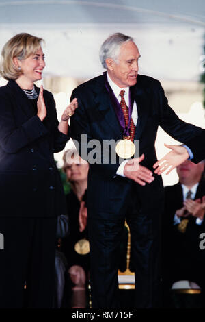 Actor Jason Robards is presented the National Medal of Arts by President Bill Clinton and First Lady Hillary Clinton during a ceremony on the South Lawn of the White House September 29, 1997 in Washington, DC. - Stock Image