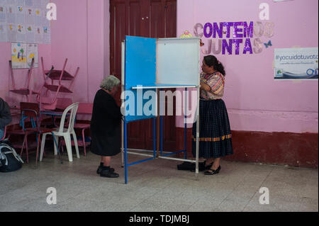 June 16, 2019 - Quetzaltenango, Quetzaltenango, Guatemala - People vote at a polling station during the first round of presidential election in Quetzaltenango in Guatemala June 16, 2019. (Credit Image: © Hiroko Tanaka/ZUMA Wire) - Stock Image