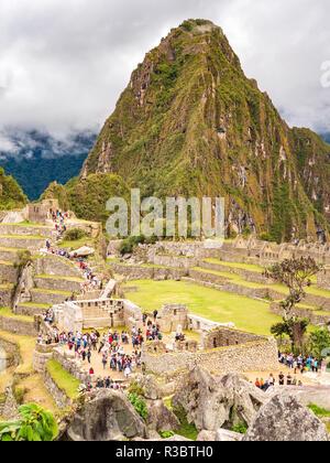 Aguascalientes, Peru - January 5, 2017. View of the tourists visiting the Machu Picchu citadel - Stock Image