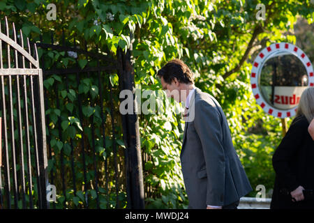 Stockholm, Sweden, May 31, 2018. Crisis in the Swedish Academy. Members of the Swedish Academy arrive at Bergsgarden, Djurgarden, Stockholm for late dinner after previous meetings at the Swedish Academy in the Old town, Stockholm. Tomas Riad arrives. Credit: Barbro Bergfeldt/Alamy Live News - Stock Image