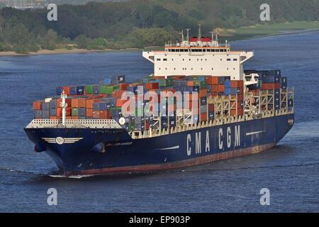 CMA CGM Samson passing Blankenese inbound for Hamburg - Stock Image