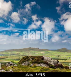View over the mountains, bog and heathland of the western Dingle Peninsula from the walking path on top of Reenconnell, County Kerry, Ireland - Stock Image