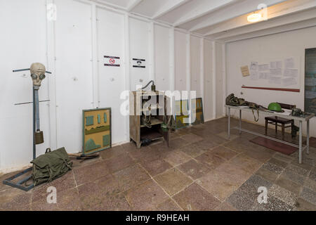 Room with artefacts, Bunk'Art nuclear bunker, Tirana, Albania - Stock Image