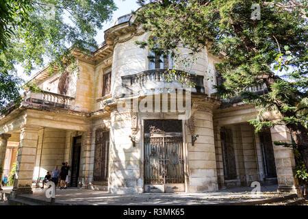 Cuba, Havana. Front of an old mansion. Credit as: Wendy Kaveney / Jaynes Gallery / DanitaDelimont.com - Stock Image