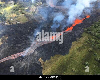 Channelized lava streams down fissure 20 in the East Rift Zone from the eruption of the Kilauea volcano May 19, 2018 in Pahoa, Hawaii. - Stock Image
