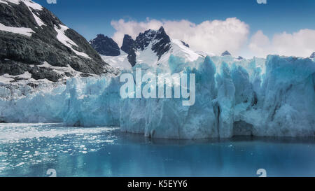 Close-up view of turquoise ice of glacier face in Drygalski Fjord, South Georgia Island, in the South Atlantic Ocean. - Stock Image
