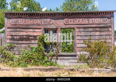 The remains of the deserted Harmony General Store located in the very small town (population 18) of Harmony, California off of highway 1 in San Luis O - Stock Image