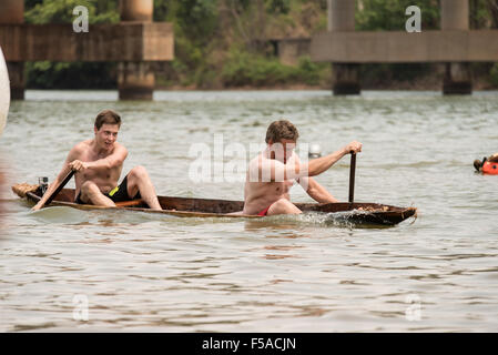 Palmas, Brazil. 30th October, 2015. The Finnish team's canoe takes in water during the canoeing event at the - Stock Image