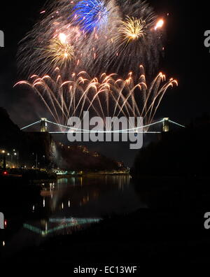 Bristol, UK. 07th Dec, 2014. Many fireworks being fired from Bristol`s famous Clifton suspension bridge to mark - Stock Image