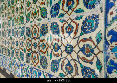 Elaborate Iznik mosaic tile work of the Harem in Topkapi Palace, in Istanbul, Turkey - Stock Image