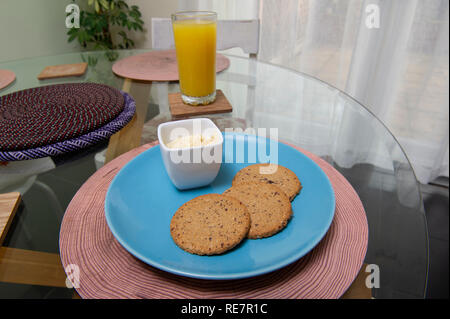 Multiseed Oatcakes With Hummus - Stock Image