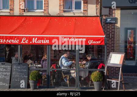 A couple enjoying their meal in a Brasserie by the harbour in Honfleur, Normandy. - Stock Image