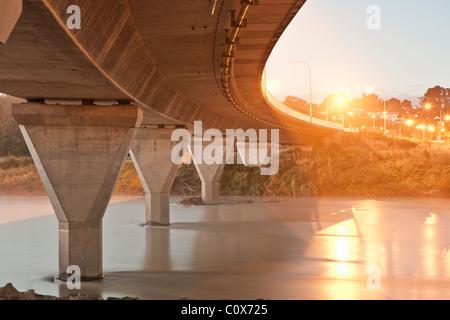 Bridge over the Manawatu river, Palmerston North, New Zealand. - Stock Image