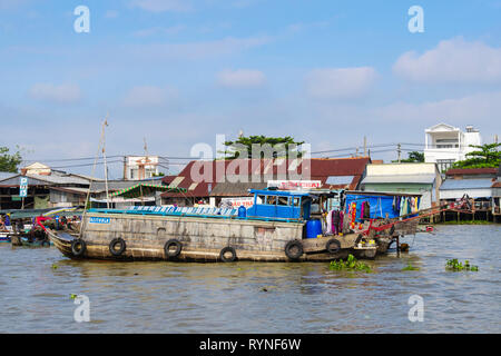 Traditional house boat in the floating market on Hau River. Can Tho, Mekong Delta, Vietnam, Asia - Stock Image