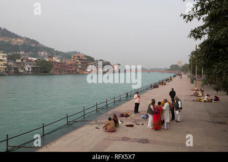 Pilgrims worship at the Ganges River in Haridwar, India - Stock Image
