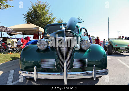 Green 1939 Chevy Coupe with front view. - Stock Image