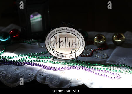 Small decorative plate with large 'mother' caption andwords of encouragement around the plate. - Stock Image