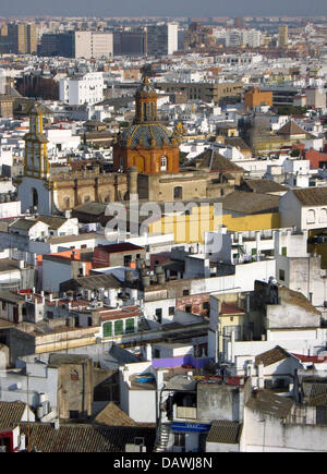 The picture shows a view over the roofs and the cathedral of Sevilla, Spain, 18 January 2007. - Stock Image