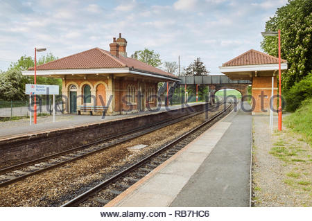 The former Great Western Railway station at Mortimer, Berkshire, England, UK, designed by I.K. Brunel, built in the 1840s and restored in 1990. Photographed shortly after restoration, which included having extensive graffiti removal from this listed Grade II* building. - Stock Image