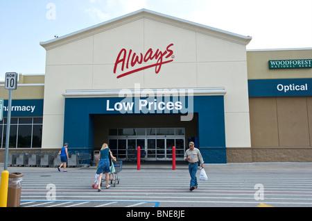 Wal-Mart super center entrance, Houston, Texas, USA - Stock Image