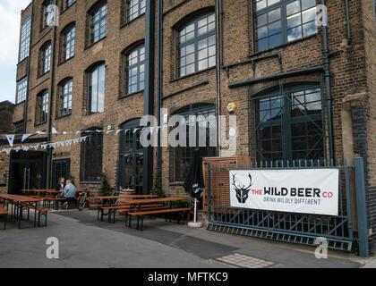 Beer Merchants Tap Taproom, craft beer bar and beer shop in Hackney Wick, East London - Stock Image
