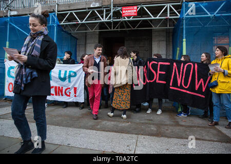 London, UK. 18th March, 2019. Students and supporters of the Independent Workers of Great Britain (IWGB) trade union protest outside University of London Senate House against their hosting of a Landlord Forum, as well as against the university's policy of outsourcing workers used as security, cleaners, gardeners, porters, caterers and receptionists. It is very difficult for such precarious workers to find suitable housing in London and the private housing sector operates in such a way as to increase their precarity. Credit: Mark Kerrison/Alamy Live News - Stock Image